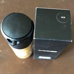 MAC pro longwear liquid foundation nc30